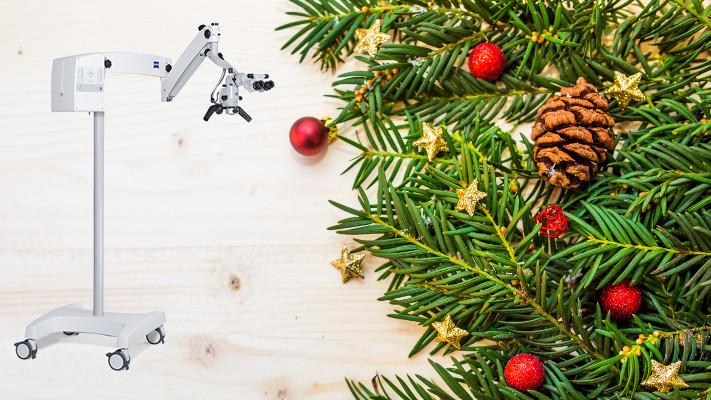 Collage aus Weihnachtsdekoration und OPMI pico