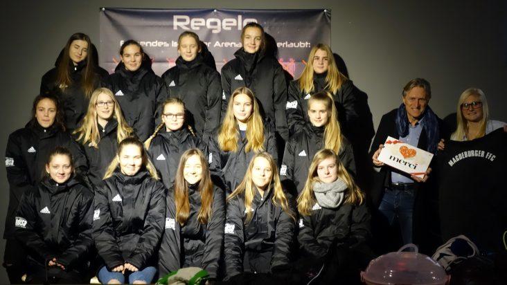 Gruppenfoto mit Magdeburger Frauenfußballclub